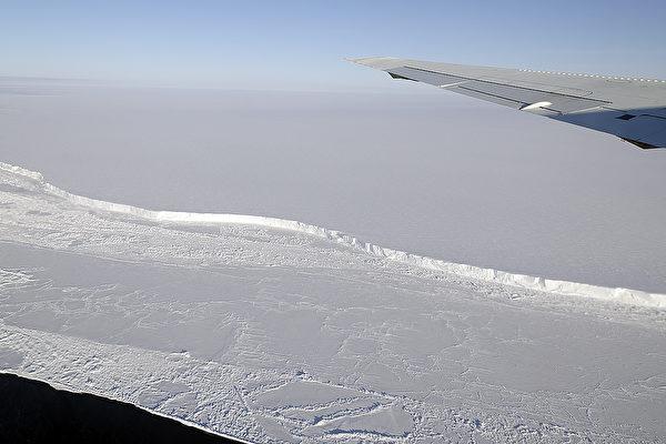 面積比紐約還大 一座巨型冰山崩離南極冰架