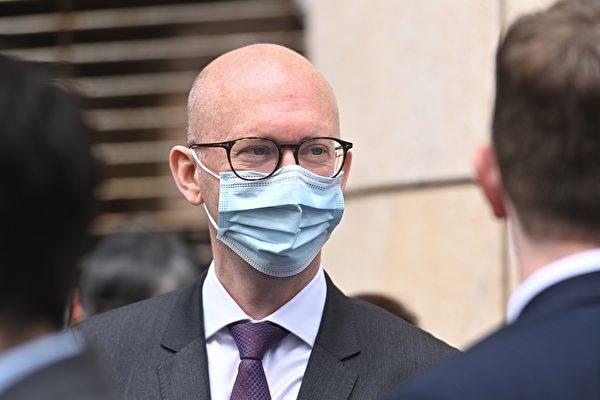 3月1日上午,香港47名泛民主派人士在西九龍裁判法院提堂。歐盟駐香港辦事處副辦事處主任韋理斯(Charles Whiteley)到場。(宋碧龍/大紀元)