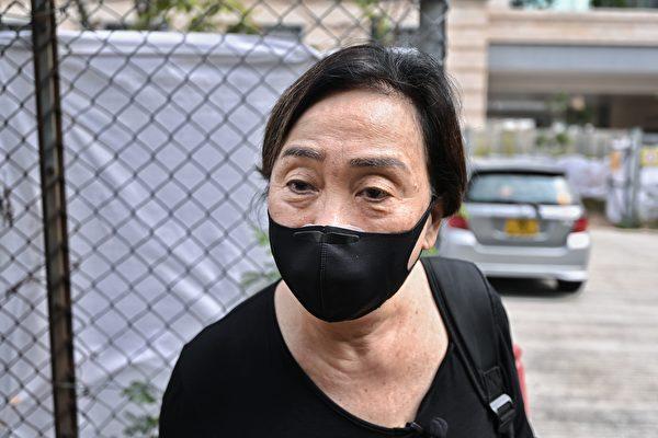 3月1日上午,香港47名泛民主派人士在西九龍裁判法院提堂。民主黨成員劉慧卿到場聲援。(宋碧龍/大紀元)