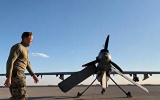 美军伊拉克驻地遭10枚火箭弹袭击 1死