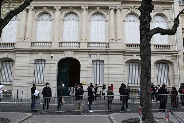 中共驻法使馆掀骂战 学者:对内打鸡血