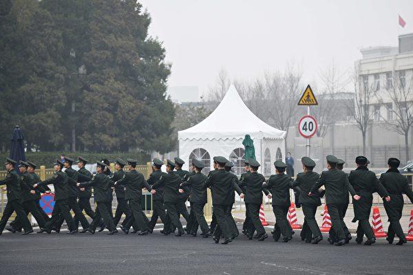 中共两会前北京阴霾天 网民:代表们来吸霾