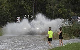 洪水淹没维州夫妇住房 百名居民施援手