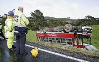 多起校车事故后 家长要求校车上系安全带
