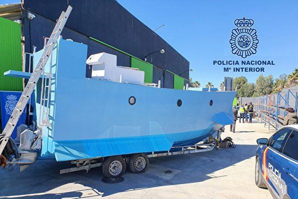 西班牙警方查获山寨版潜艇 可运毒2公吨