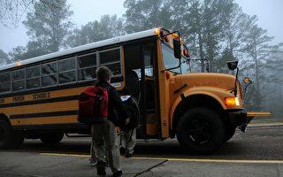 为什么美国的校车上有多条黑线?