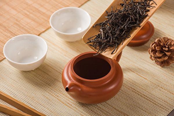 红茶是全发酵的茶,就有一点偏温了,对一般人来说都是比较养生的。(Shutterstock)