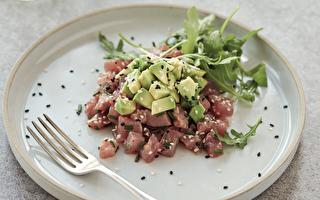 享瘦的精致轻食餐:鲔鱼与酪梨鞑靼