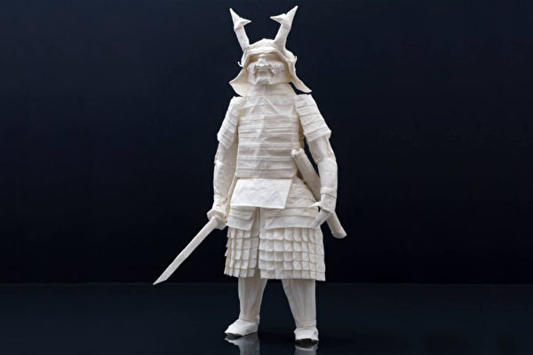 一纸不剪不粘 芬兰艺术家折出精致日本武士