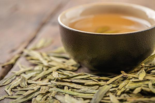 绿茶是没有发酵的,所以是最寒的,不适合平时作为保养的茶来喝。(Shutterstock)