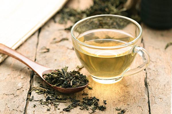 茶分为绿茶、黄茶、白茶、青茶、红茶、黑茶六类,怎么喝茶最养生?(Shutterstock)