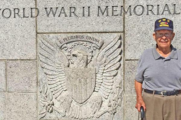 德州老兵團隊助95歲二戰英雄修復房屋