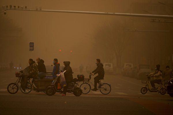 中国北方再遭强沙尘暴 超15省市将受影响