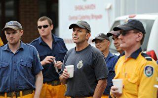 澳前總理艾伯特前往災區 做洪水善後清理工作