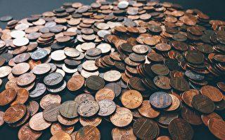美国男子离职 老板竟以9万多个硬币付薪水