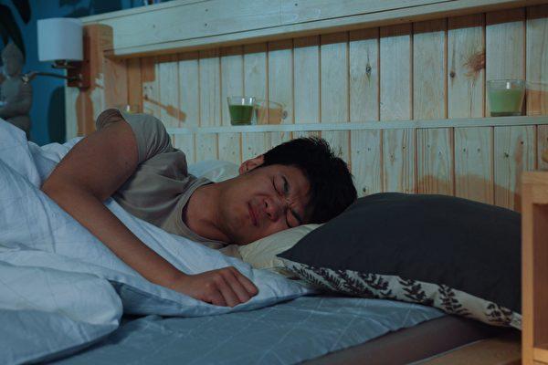 泰国小偷行窃时竟然睡着 被警察叫醒