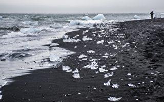 黑沙上的明亮冰塊 鋪就冰島的鑽石海灘