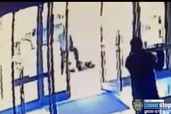 六旬亞裔婦在曼哈頓遭非裔狠踹多腳