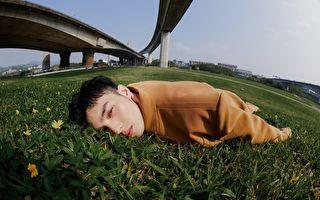 演唱蔡健雅作品 黃偉晉「癱軟在地」拍視覺照