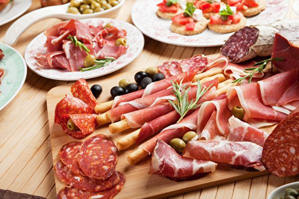 研究:加工肉制品增加患失智症风险