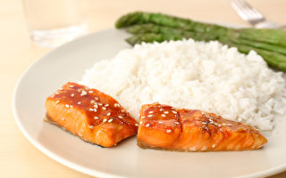 打造不发胖体质的秘诀,就是利用维生素B群。红鲑搭配米饭是理想组合。(Shutterstock)