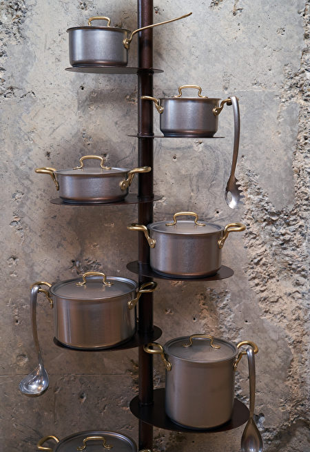 Kitchen,Pan,Holder,Stand,On,Concrete,Wall,Background,With,Copy,Shutterstock,鍋