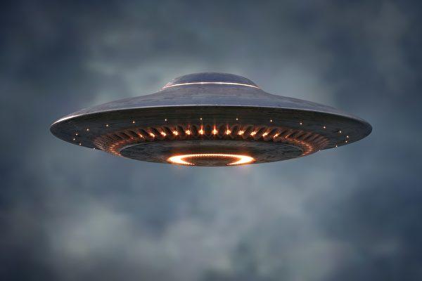 美國數百人目擊UFO 電視台派記者搭機調查