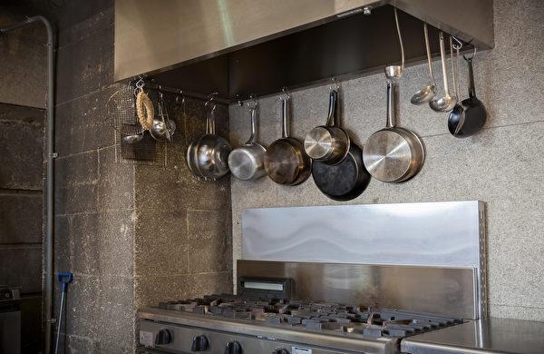 Professional,Kitchen,In,A,Restaurant,Shutterstock,圖