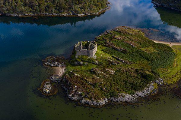 苏格兰小岛拟拍卖 附赠古堡仅8万英镑起跳