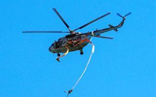 降落傘纏繞直升機 俄士兵吊掛2000米高空