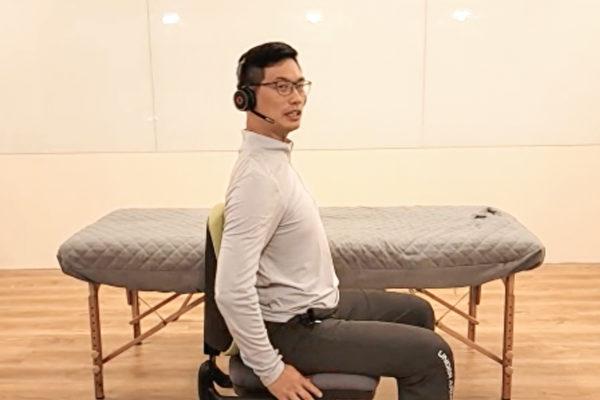 駝背、半躺半坐等不正確的姿勢,都會損傷脊椎,怎樣是正確坐姿?(健康1+1/大紀元)
