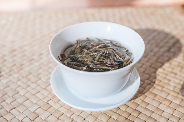 白茶比黃茶發酵的程度要再高一點,但是也屬於微發酵,所以還是偏寒性。(Shutterstock)