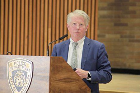 曼哈頓地區檢察官萬斯31日與紐約市警局聯合召開記者會。