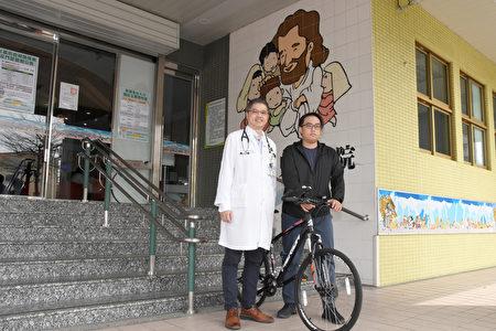 王士忠醫師(左)現在是承揚的臉書好友。