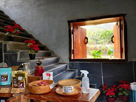 一山沐咖啡屋内石板楼梯旁,原木窗户映着春光绿意。