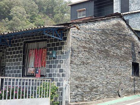 多纳部落里的石板屋。