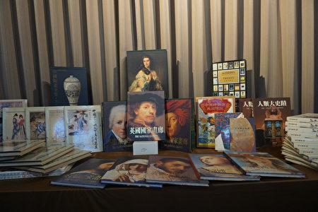 這次捐贈的書包括:集中國山水(山河風情集)、中國十大古典文學名著畫集,也有英國國家畫廊,人類大史蹟等美術專業的書籍,還有收藏古銅器、古玉的書。