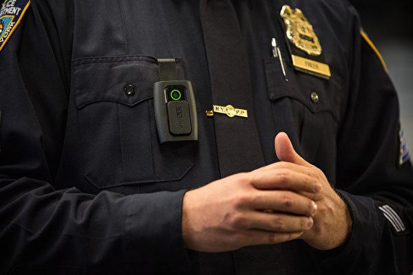 纽约州对州警配备随身摄像头 年底前可完成