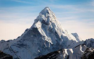 尼泊尔登山客花47天 在圣母峰捡2.2吨垃圾