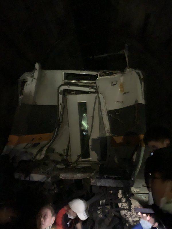 台鐵太魯閣號花蓮撞擊出軌 36人無生命徵象