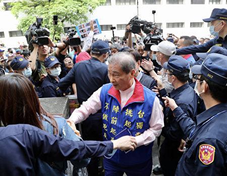 統促黨總裁張安樂,今年2月接受中共官媒採訪時透露,他靠過去的江湖背景,正在計畫藉由參加活動等方式,吸收台灣中南部青年。