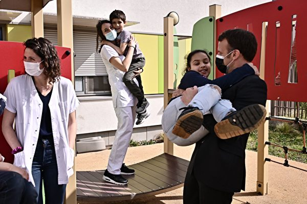 組圖:世界自閉症日 馬克龍到醫院看望閉症兒