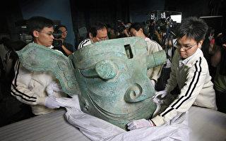 2007年5月28日,四川三星堆出土的青銅縱目面具被運到香港展出。