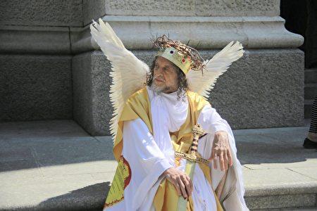 纽约民众盛装打扮。