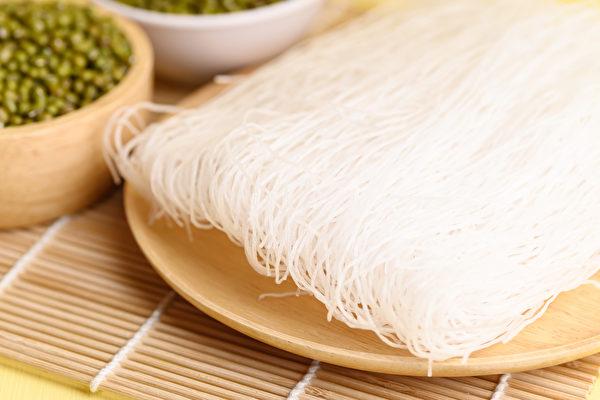 绿豆冬粉(绿豆粉丝)含有较多的膳食纤维、蛋白质、矿物质、维生素。(Shutterstock)
