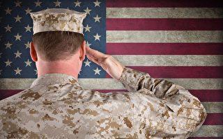兒子升少尉 美軍士官長驕傲地向他敬禮