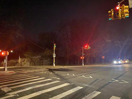 晚上7点多案发地附近的164街和布斯纪念大道(Booth Memorial Av.)的交界路口,仍被警方封锁,直到约8点半才解封。