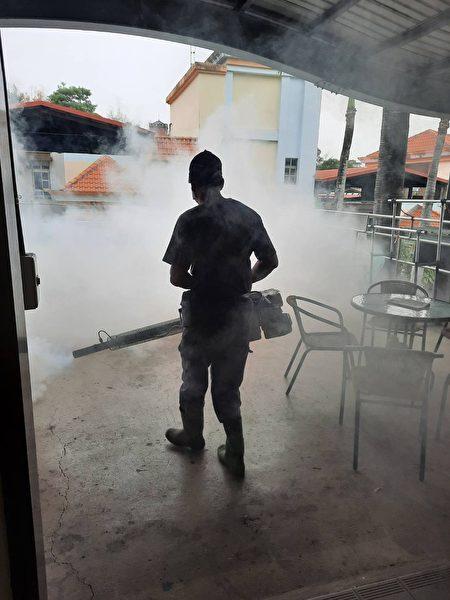 彰化榮家在家區噴藥防病媒蚊孳生。。
