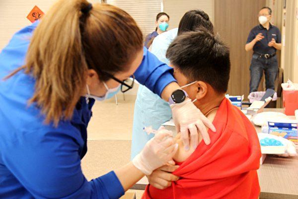 美福药局携手CCC 为民众接种疫苗