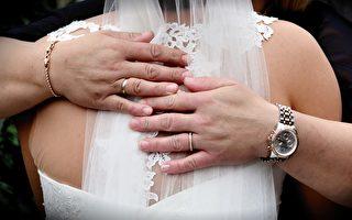 双喜临门!江苏婆婆参加养子婚礼 新娘是亲生女